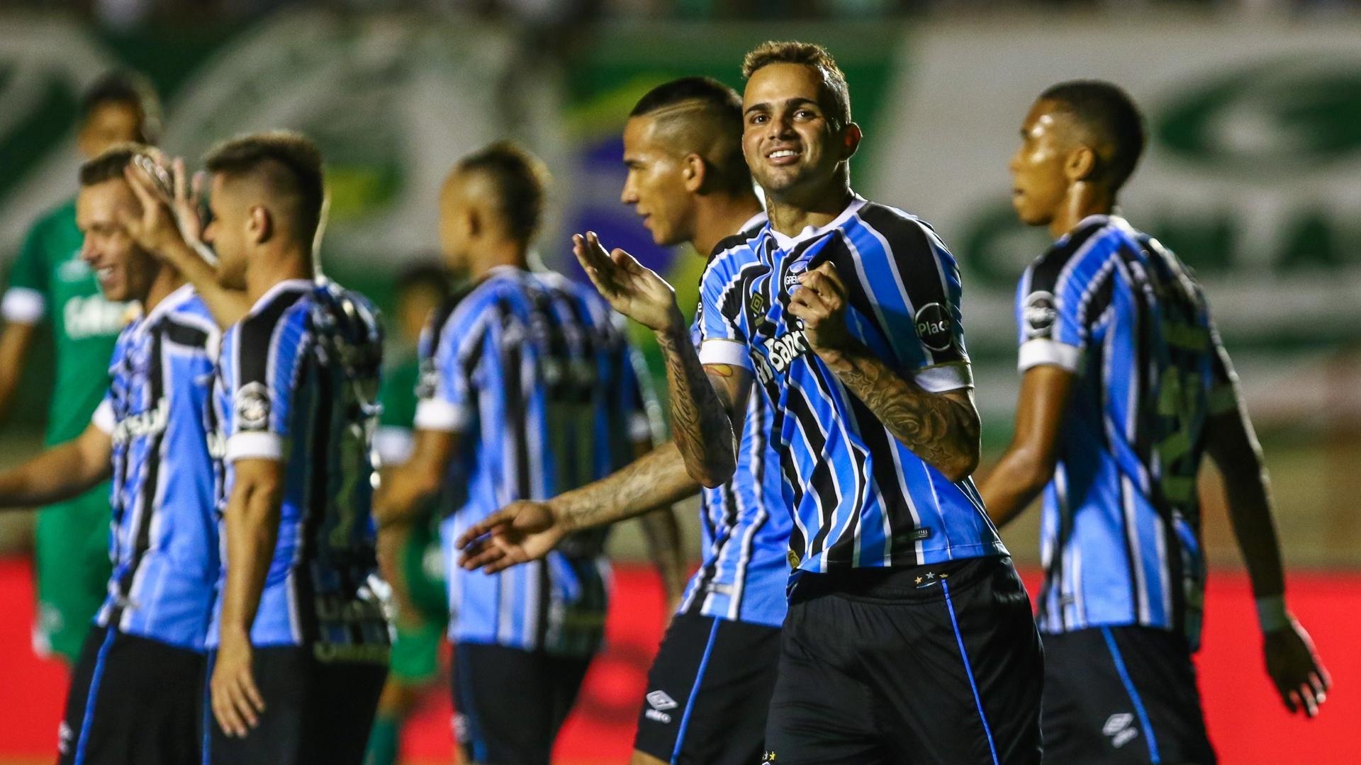 O atacante Luan comemora o segundo gol do Grêmio diante do Goiás