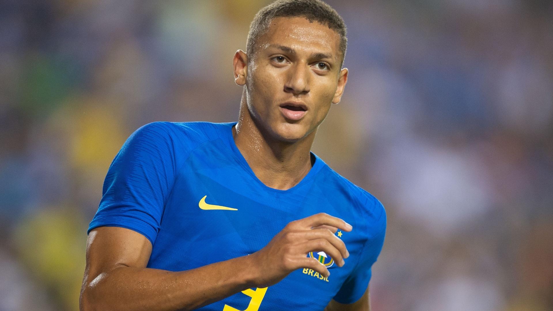 Richarlison comemora gol da seleção brasileira contra El Salvador