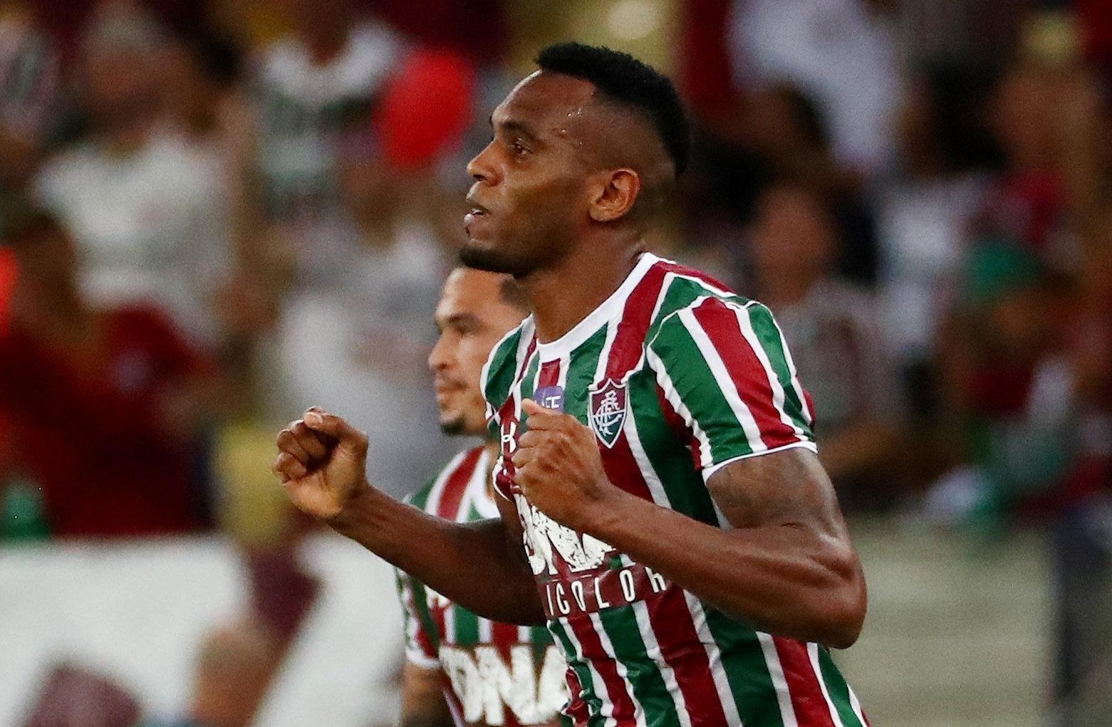O zagueiro Digão comemora gol do Fluminense diante do Deportivo Cuenca
