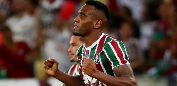 Zagueiro Digão corre para festejar seu gol contra o Deportivo Cuenca