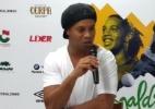 Em tour pelo país, Ronaldinho divulga marcas, dá show, mas ignora processos - Vito Gemaque