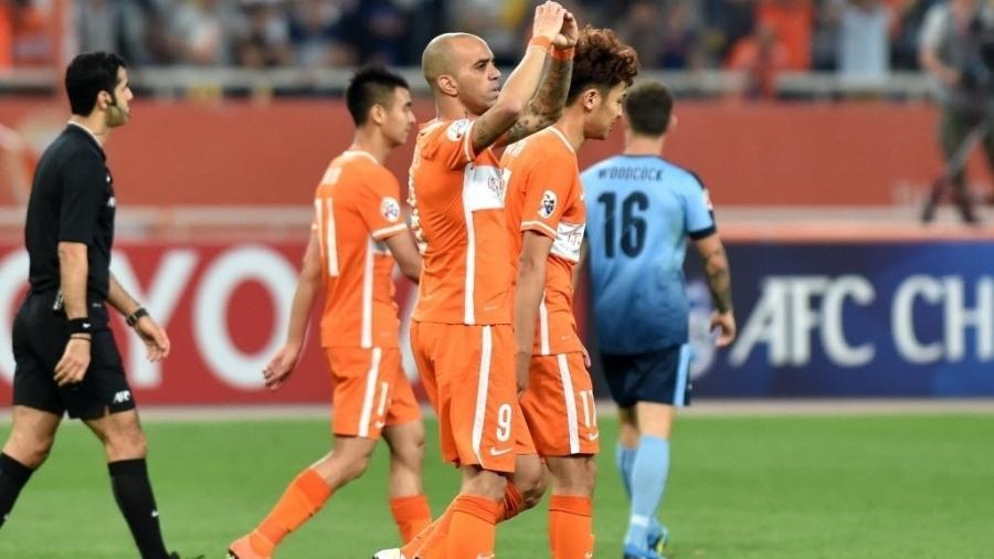 Diego Tardelli comemora gol pelo Shandong Luneng, da China - Xinhua/Xu Suhui