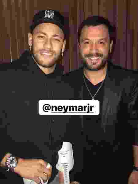 Neymar com o cantor Lucas Sugo no aniversário de Cavani e Di María - Reprodução/Instagram - Reprodução/Instagram