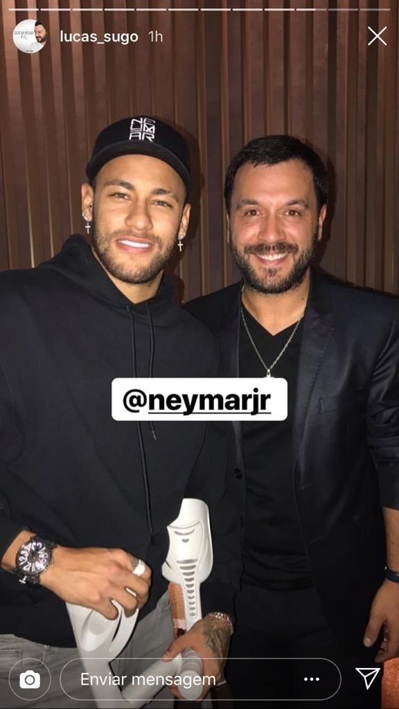 Neymar com o cantor Lucas Sugo em aniversário de Cavani e Di María