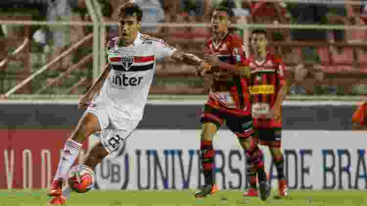 Igor Gomes, jogador do São Paulo, carrega a bola em jogo contra o Ituano - Marcello Zambrana/AGIF - Marcello Zambrana/AGIF