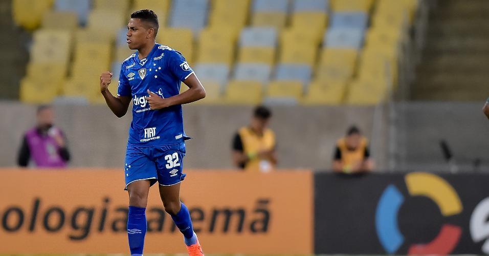 Pedro Rocha, do Cruzeiro, comemora seu gol durante partida contra o Fluminense pela Copa do Brasil 2019