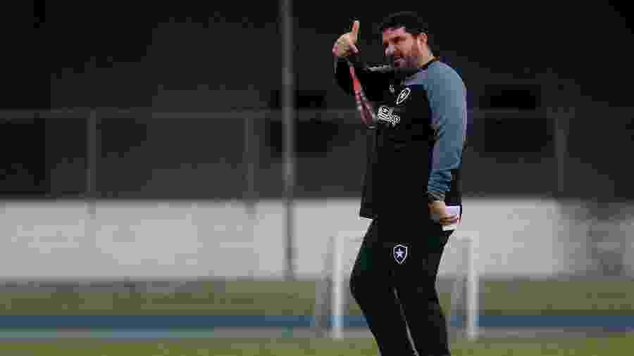 Eduardo Barroca comanda treino do Botafogo - Vitor Silva/Botafogo