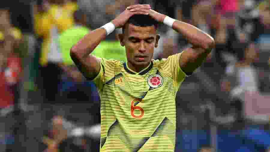 William Tesillo lamenta após desperdiçar pênalti da Colômbia - Nelson ALMEIDA / AFP
