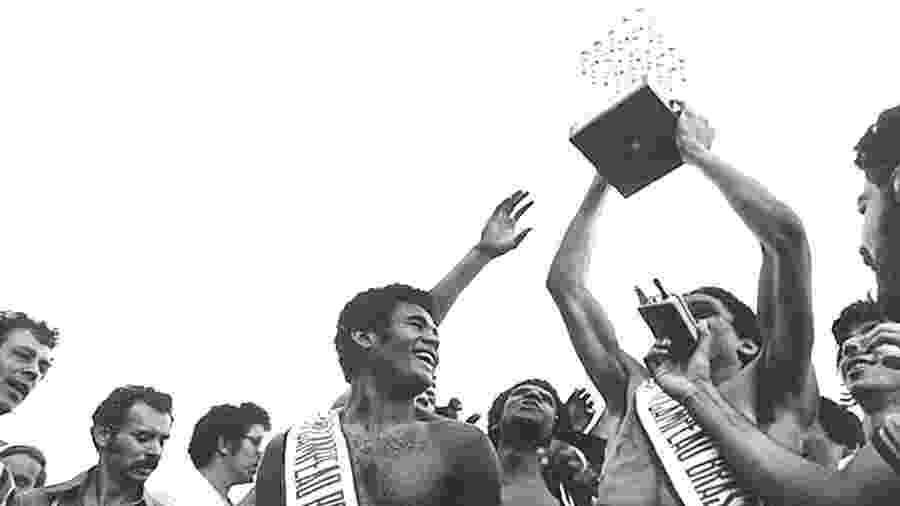 Jogadores do Inter comemoram o título do Brasileirão de 1979, torneio de 94 times que foi boicotado por Santos e São Paulo - Fernando Santos/Folhapress