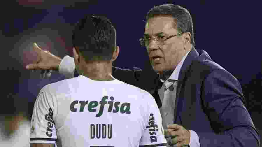 Luxemburgo orienta Dudu durante duelo Tigre x Palmeiras, pela Libertadores - Juan Mabromata/AFP