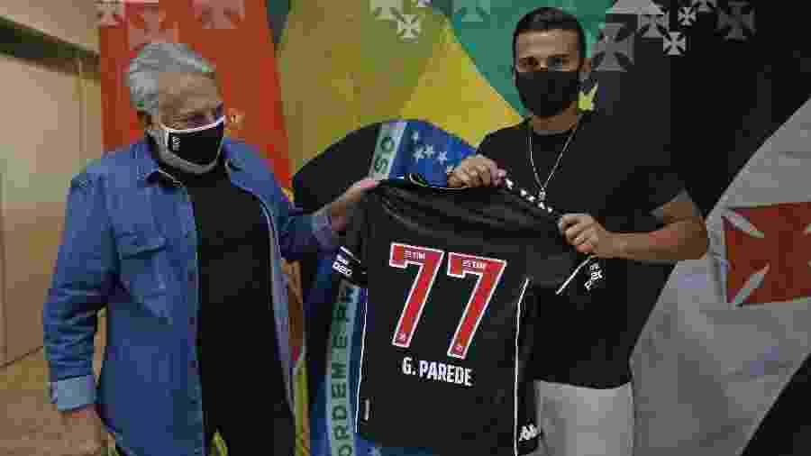 Vice de futebol José Luiz Moreira apresenta Guilherme Parede: dirigente ganhou a confiança do elenco do Vasco - Rafael Ribeiro / Vasco
