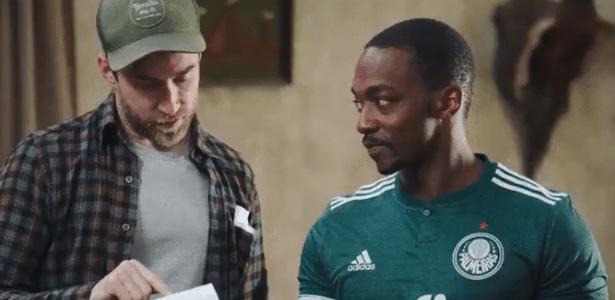 Ator de Vingadores aparece com a camisa do Palmeiras em set de filme