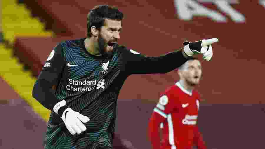 Alisson, durante partida entre Liverpool e Arsenal, pelo Campeonato Inglês - REUTERS/Jason Cairnduff