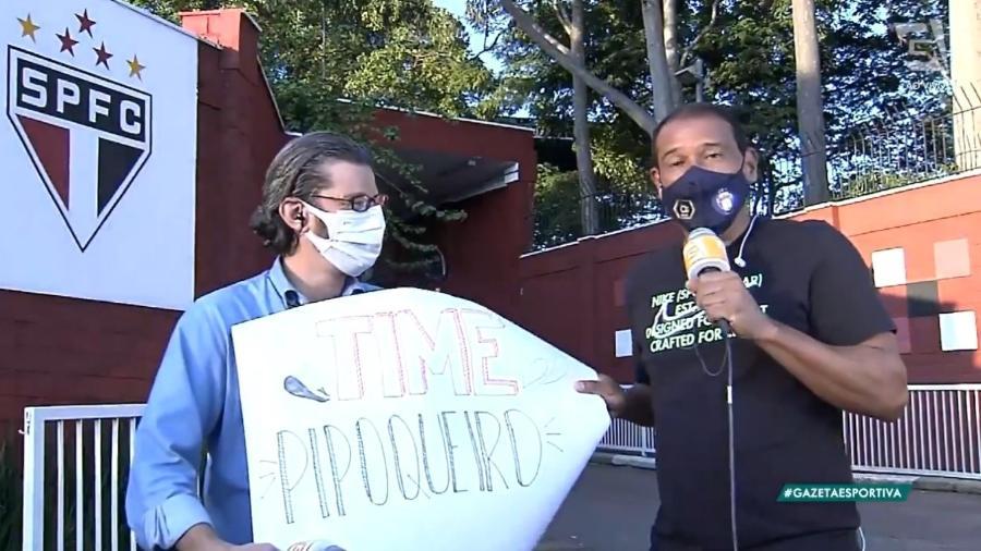 """Müller cumpre promessa e """"protesta"""" em frente ao CT do São Paulo após derrota para o Botafogo - Reprodução/TV Gazeta"""