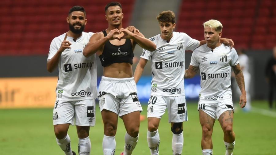 Jogadores do Santos comemoram gol na partida contra o San Lorenzo, pela Libertadores - Divulgação / Santos FC