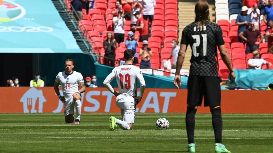 Eurocopa: Jogadores da Inglaterra se ajoelham em protesto contra o racismo  -  Pool via REUTERS