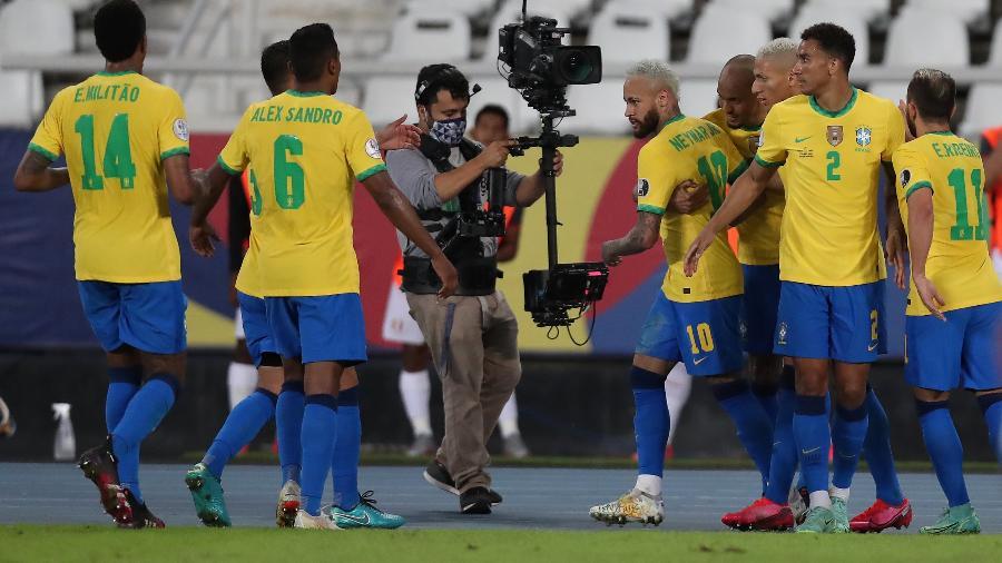 Após ter pênalti anulado pelo VAR, Neymar deixou sua marca e fez o segundo do Brasil - Buda Mendes/Getty Image