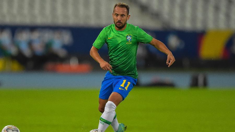 Everton Ribeiro recebe chance como titular da seleção contra a Colômbia - Thiago Ribeiro/AGIF
