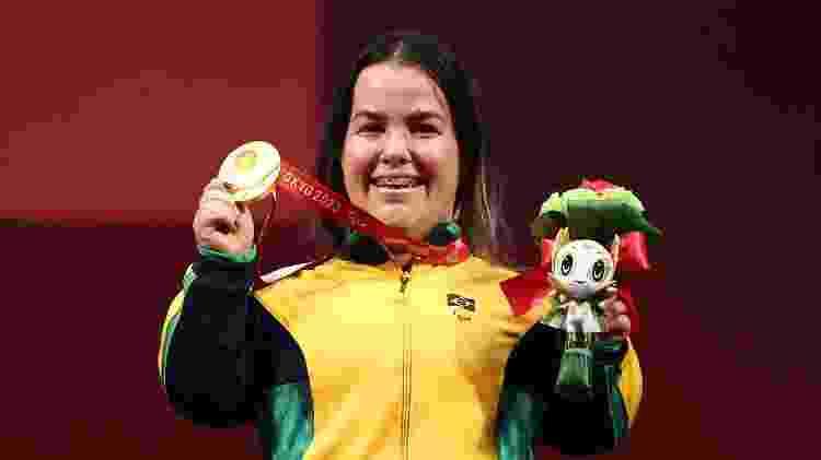 Mariana D'Andrea exibe medalha de ouro conquistada no helterofilismo - REUTERS/Marko Djurica - REUTERS/Marko Djurica