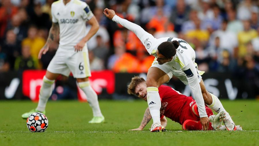Harvey Elliott, joia do Liverpool, se machucou após entrada de Struijk - Lee Smith/Reuters