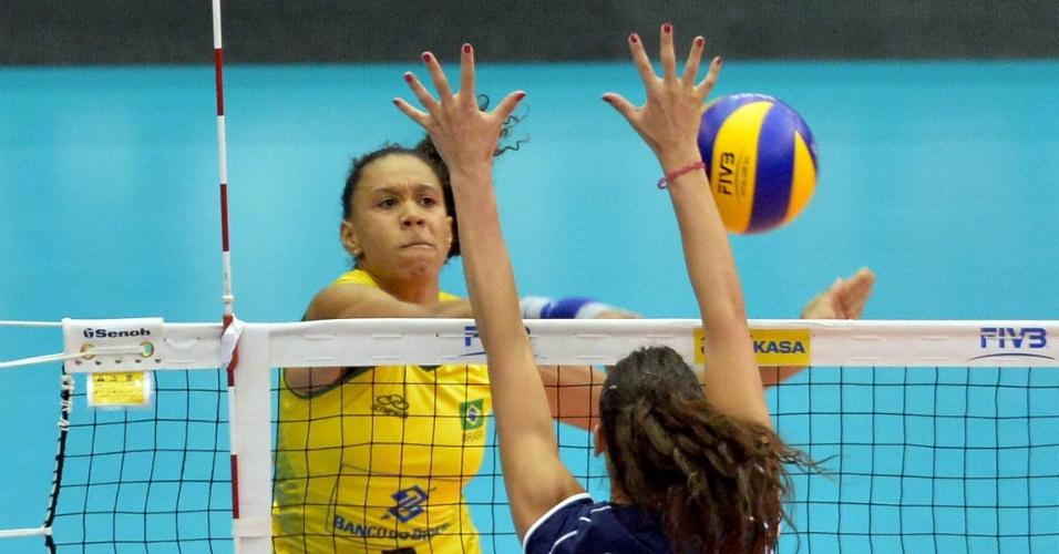 6f5eb467448ab Fotos  Brasil vence a Itália no Grand Prix de vôlei feminino - 18 07 ...