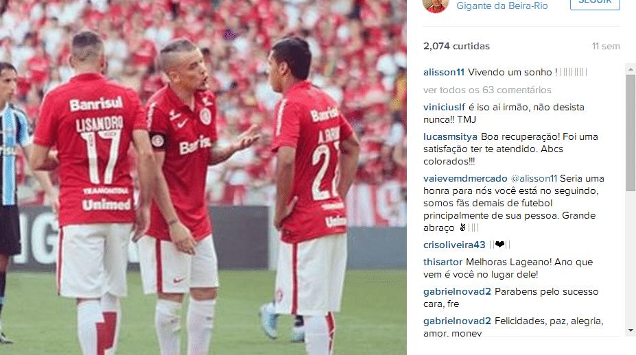 Alisson conversa com D'Alessandro durante Gre-Nal de 2015