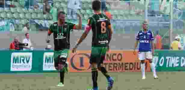 América-MG comemora gol contra o Cruzeiro no Mineiro - DOUG PATRÍCIO/BRAZIL PHOTO PRESS/ESTADÃO CONTEÚDO - DOUG PATRÍCIO/BRAZIL PHOTO PRESS/ESTADÃO CONTEÚDO