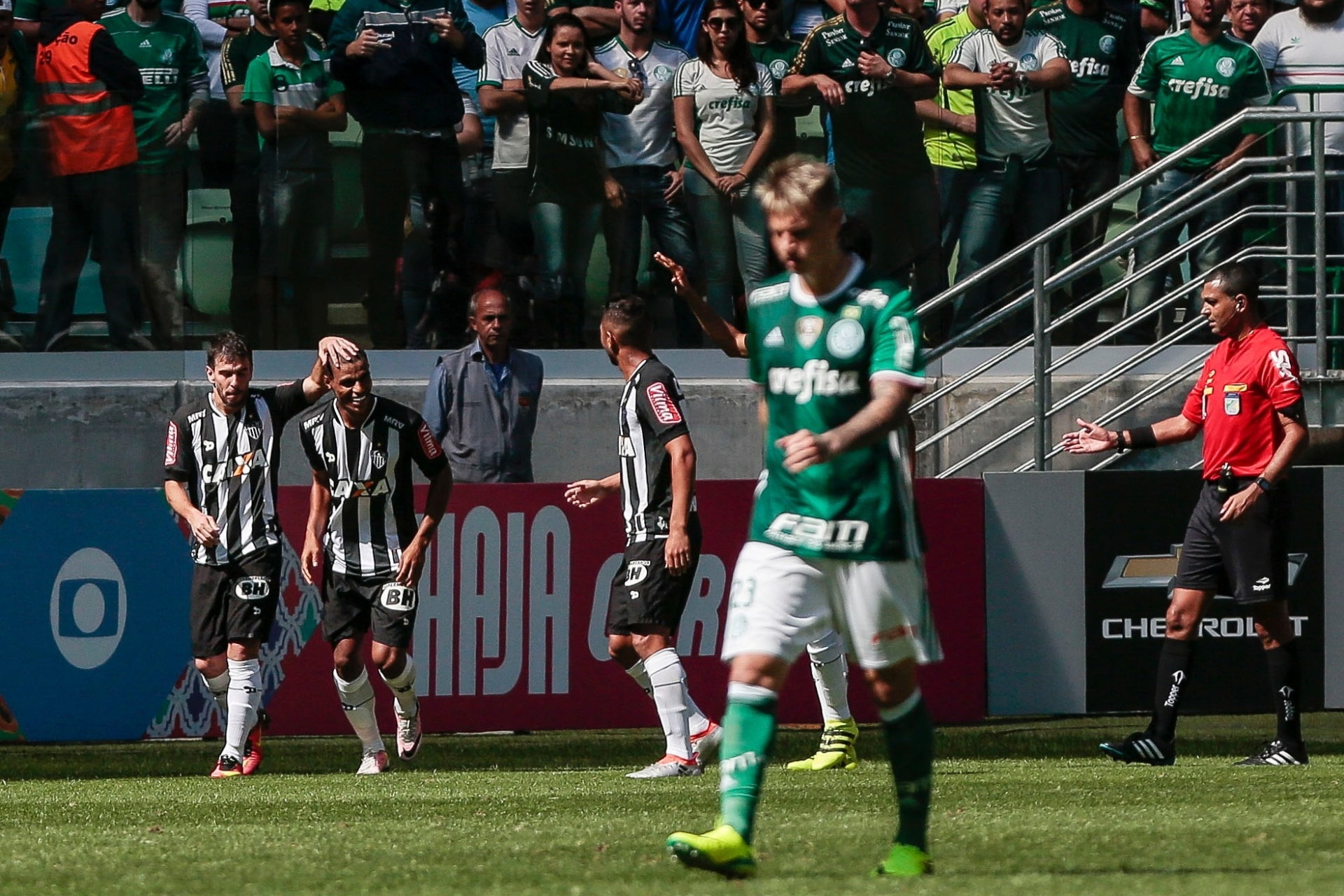 e0eae83157 Atlético-MG vence Palmeiras e embola o Campeonato Brasileiro - 24 07 2016 -  UOL Esporte