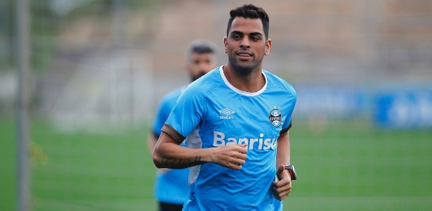 Maicon para por três jogos e só volta ao Grêmio no meio de outubro