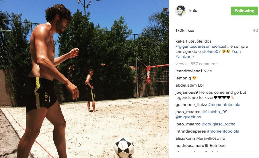Kaká curte futvôlei enquanto está de férias do futebol norte-americano