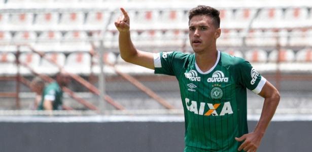 Vini comemora gol da Chapecoense sobre o Ituano. Time avançou às quartas de final