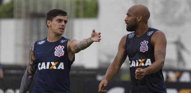 Fagner conversa com Fellipe Bastos na véspera de Corinthians x Ferroviária