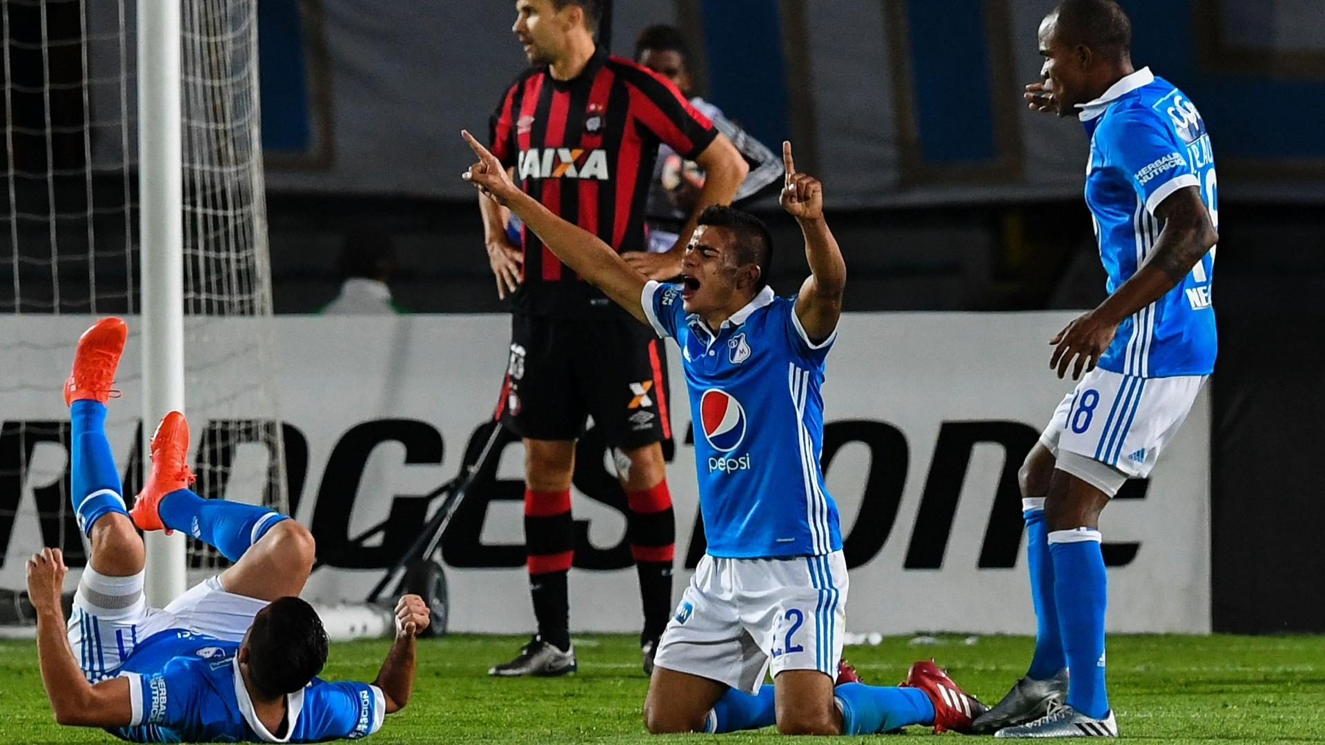 Duque comemora gol marcado para o Millonarios contra o Atlético-PR
