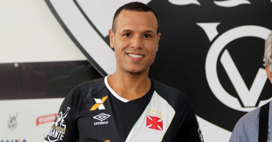 Luis Fabiano veste pela primeira vez a camisa do Vasco
