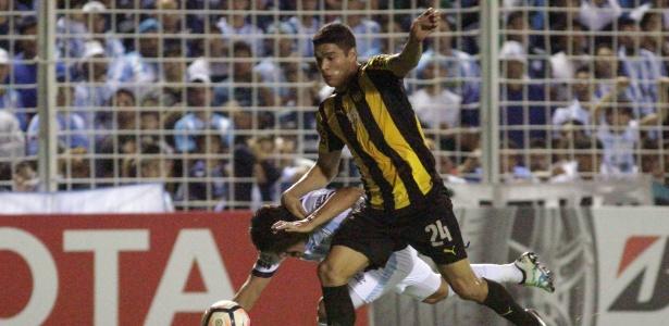 O beque do Peñarol foi multado e 2 mil dólares e suspenso por dois jogos