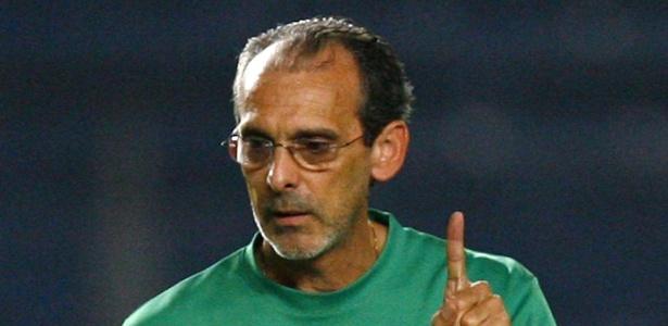 Jorvan Vieira, então técnico da seleção do Iraque, comemora título da Copa da Ásia em 2007