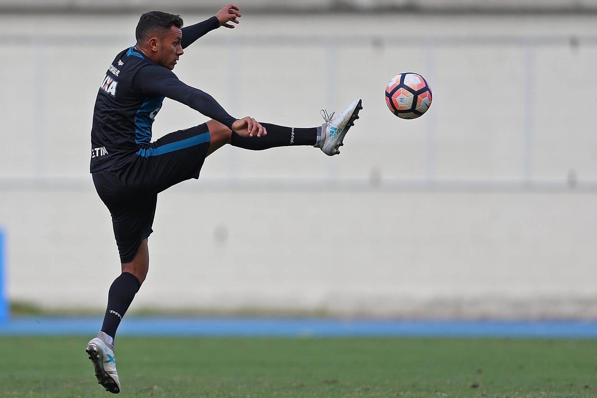 Renan Gorne fala sobre volta ao Botafogo após empréstimo  consegui evoluir  - 13 11 2017 - UOL Esporte 6b53f31002774