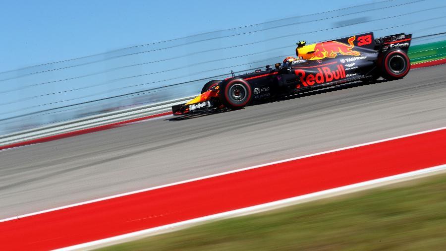 Max Verstappen pilota seu carro durante o GP dos Estados Unidos - Clive Rose/Getty Images/AFP