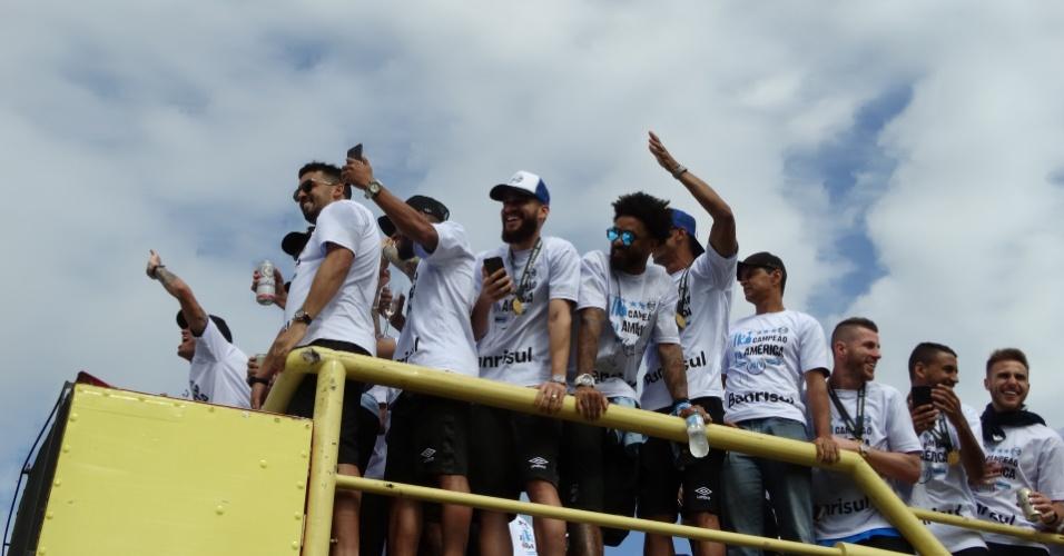 Elenco do Grêmio celebra conquista da Libertadores