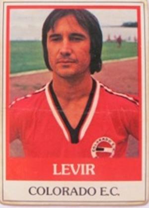 LEVIR CULPI era zagueiro e começou a carreira no futebol paranaense; no final da década de 1970, jogava no Colorado-PR