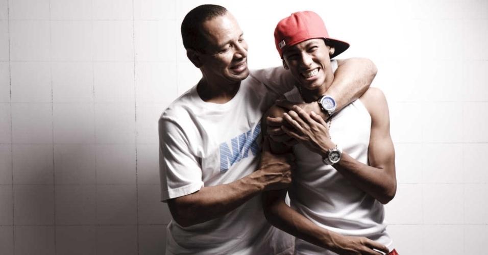 Neymar pai abraçado ao filho em ensaio para a Folha em 2010