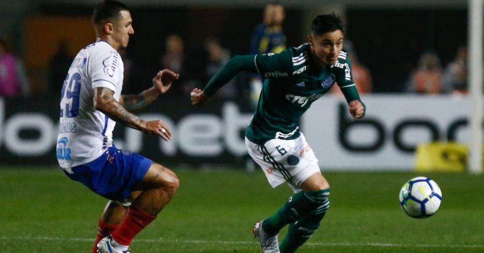 O lateral Diogo Barbosa em lance da partida entre Palmeiras e Bahia, pela Copa do Brasil