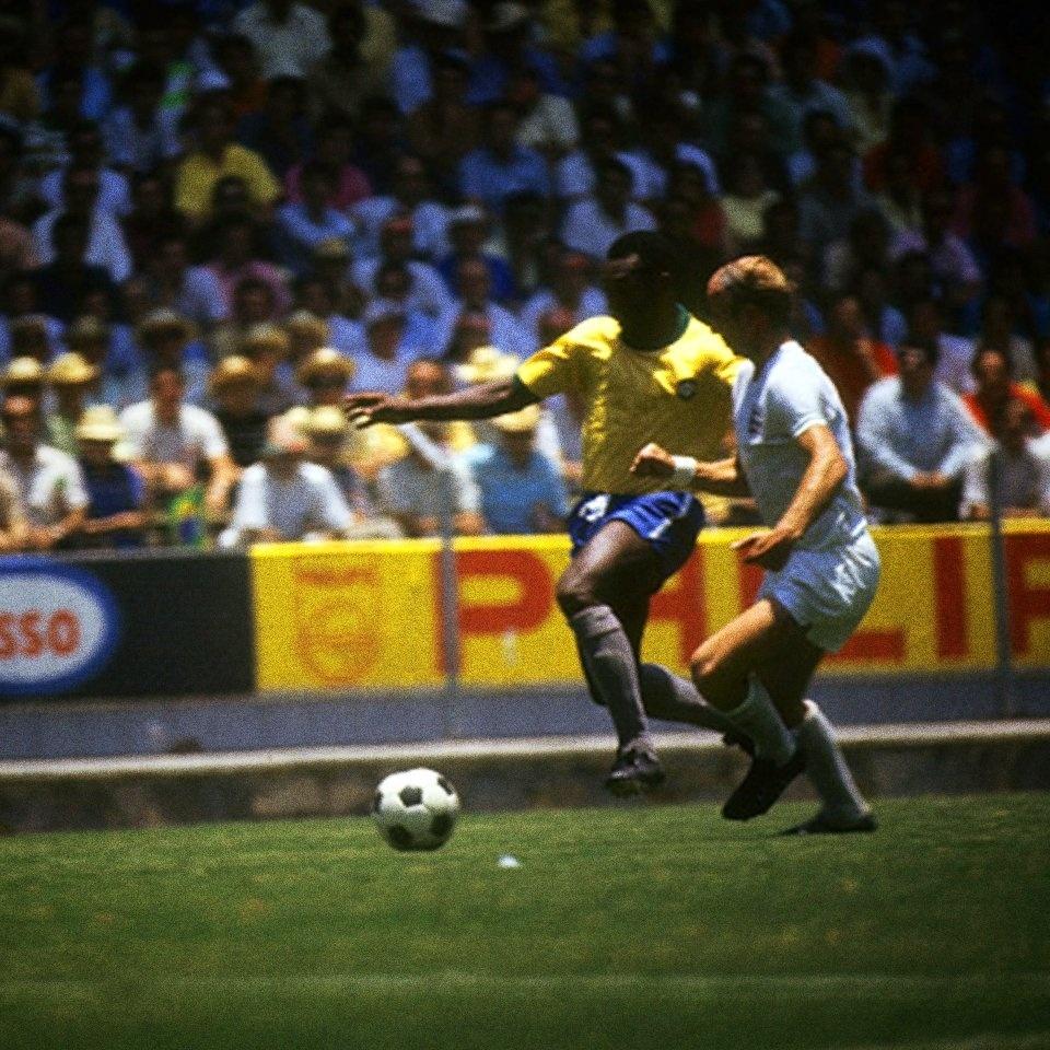 Livro revela mais uma guerra parada pelo Santos e mostra Pelé ... 9a768a13de501