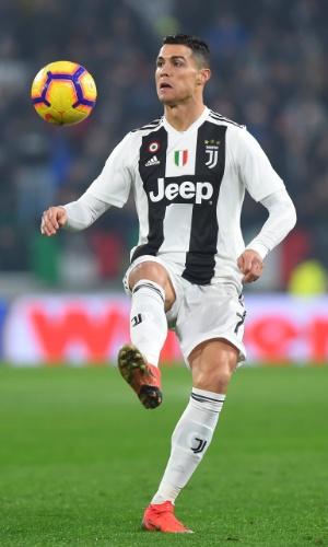 Cristiano Ronaldo domina a bola em partida contra a Inter