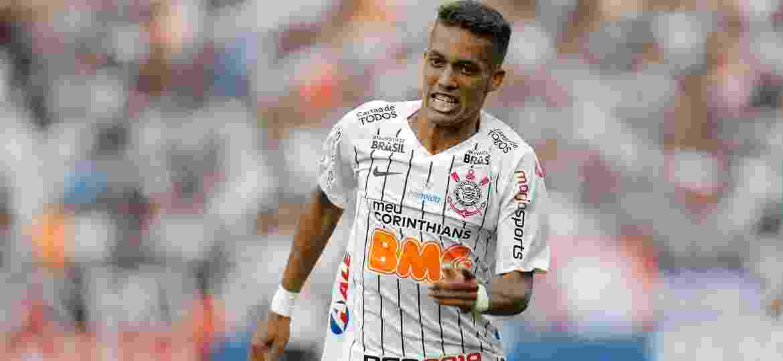 Pedrinho foi convocado para a seleção Pré-Olímpica e está fora do decisivo duelo com o Flamengo - Daniel Vorley/AGIF