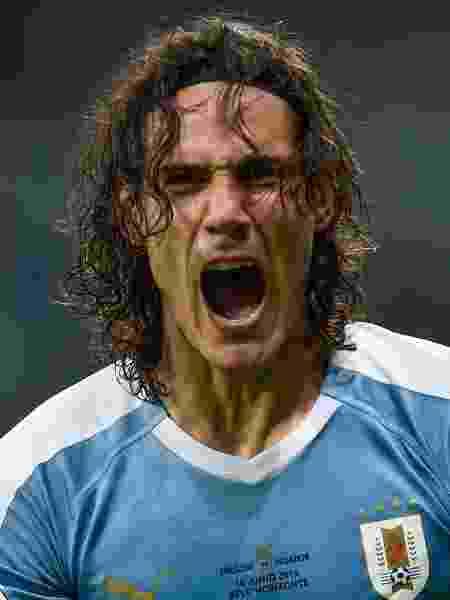 Cavani comemora gol do Uruguai contra o Equador - Douglas Magno / AFP
