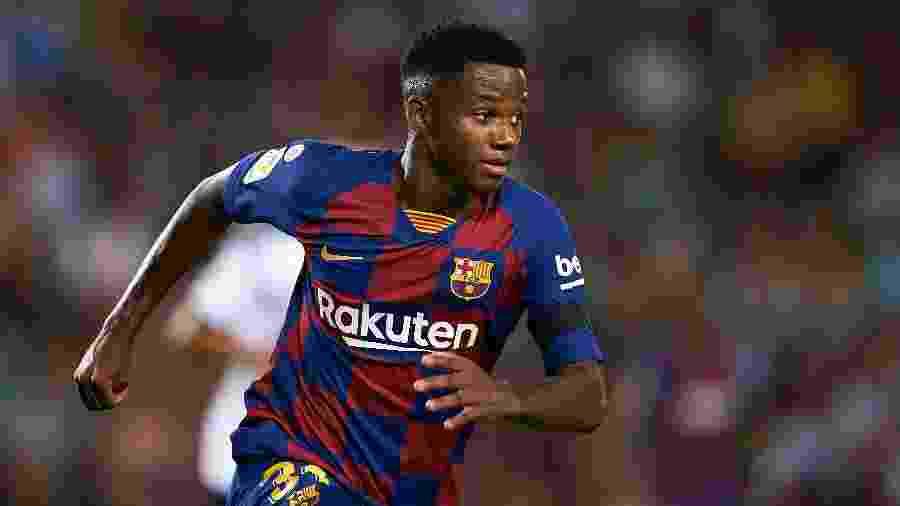 Fati se tornou o jogador mais novo a vestir a camisa do Barcelona desde 1941, com 16 anos e 304 dias de idade - PAU BARRENA / AFP
