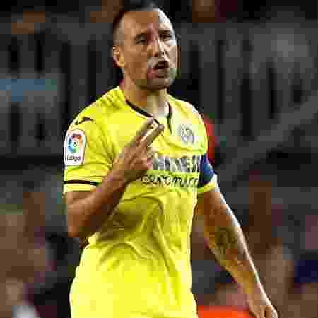 Santi Cazorla em ação pelo Villarreal contra o Barcelona; meia está na seleção local - Albert Gea/Reuters