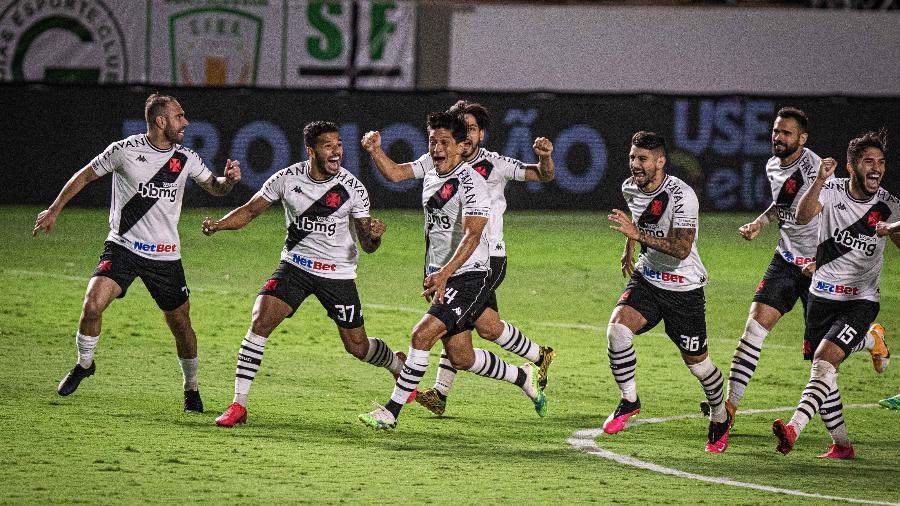 Jogadores do Vasco comemoram classificação na Copa do Brasil após disputa de pênaltis contra o Goiás - Heber Gomes/AGIF