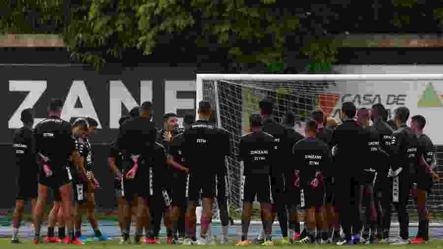 Eduardo Barroca conversa com o elenco do Botafogo - Vitor Silva/Botafogo